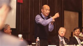 韓國瑜赴工商協進會演講(3)工商協進會6日舉行第25屆第4次理監事聯席會議,會中邀請高雄市長韓國瑜(右3)演講。韓國瑜會前表示,到台北的主要目的是向上市櫃企業家介紹高雄投資環境,每一個產業都代表提供不同的就業機會,高雄歡迎所有投資案。中央社記者張新偉攝 108年3月6日