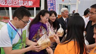 啟明學校愛的回饋 自製麵包回贈志工