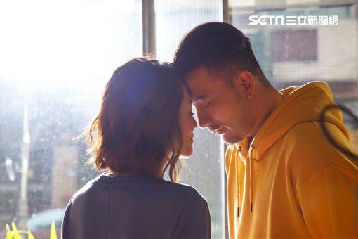 黃莉、黃志瑋合拍新歌MV。(圖/好舒服音樂提供)