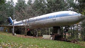 坎貝爾花310萬買下波音727改造成住宅。(圖/翻攝自airplanehome)