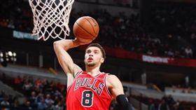 NBA/帥炸!拉文飛身拉桿絕殺強敵 NBA,芝加哥公牛,Zach LaVine 翻攝自推特