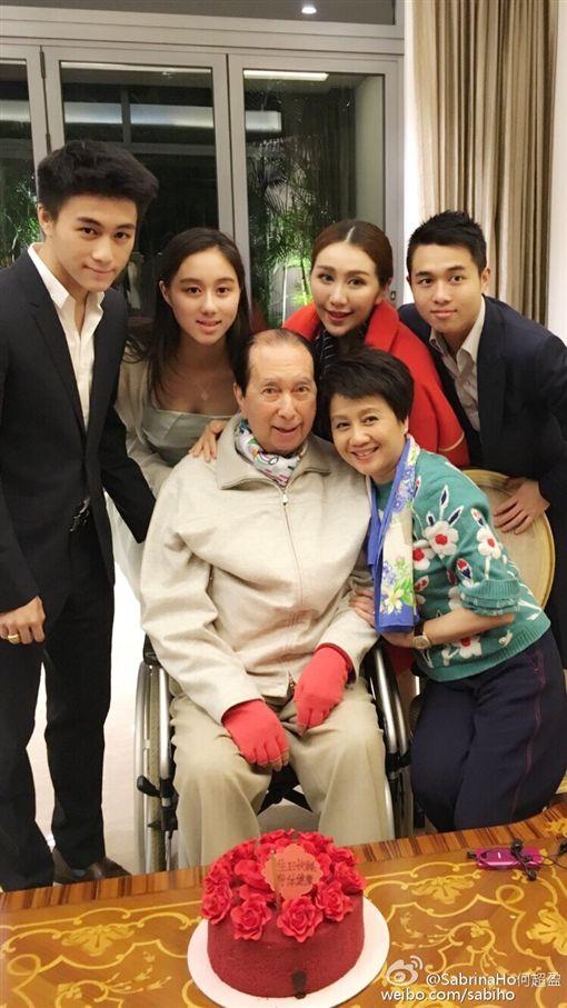 97歲的澳門賭王何鴻燊/四房長女何超盈/四房梁安琪。翻攝微博