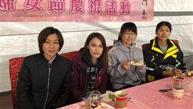 「再忙,也要跟妳喝杯咖啡」清水警分局與女性員工相約咖啡館慶祝『婦女節』兼DIY烘焙蛋糕作伴手禮   (圖/翻攝畫面)