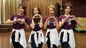 ▲Lamigirls四位新團員YURI(左1)、若潼(左2)、卉妮(右2)和菲菲(右1)。(圖/記者劉彥池攝)