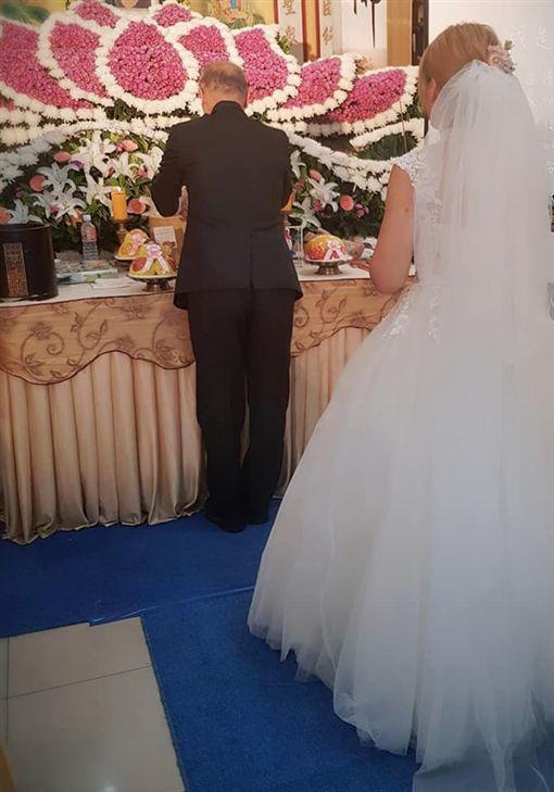 結婚前夕目睹愛人癌逝病床 她冥婚後騎車自撞…與丈夫「超暖相遇」(圖/翻攝戀愛公社)