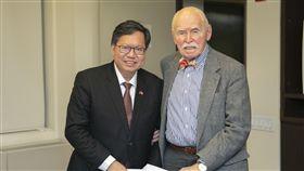 ▲桃園市長鄭文燦拜訪紐約大學法學教授孔傑榮。(圖/桃園市政府提供)