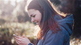 女孩,手機,/翻攝自Pixabay