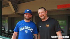▲富邦悍將投手Bryan Woodall(伍鐸)與統一獅Austin Bibens-Dirkx(奧斯丁)有交情。(圖/記者蕭保祥攝影)