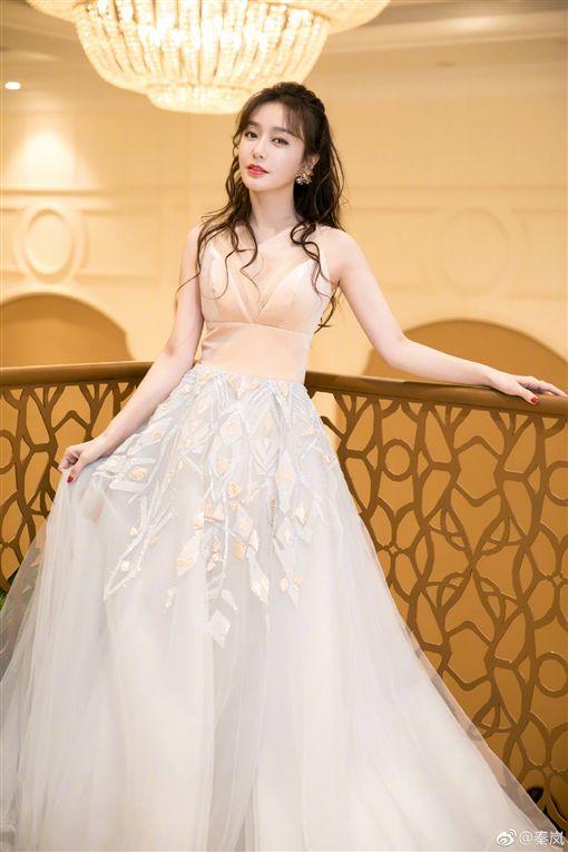秦嵐/婚紗。微博