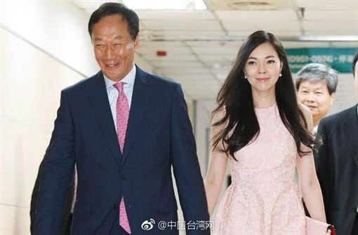 郭台銘曾稱讚曾馨瑩「身上沒有金錢的味道」。(圖/翻攝自微博)