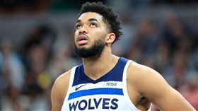 NBA/灰狼唐斯膝傷退…聽到啪一聲 NBA,明尼蘇達灰狼,Karl-Anthony Towns,受傷 翻攝自推特