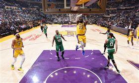 NBA/詹皇大三元 小將獲先發爆走 NBA,洛杉磯湖人,LeBron James 翻攝自推特