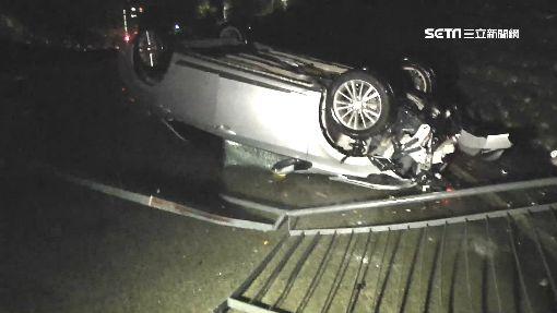 男酒駕撞桿車墜3米深溝 父母急尋「我兒咧」