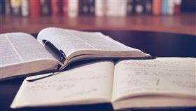 圖書館,看書,唸書,讀書/pixabay