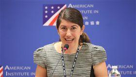 AIT新任發言人孟雨荷主持記者會將於7月中旬離任的美國在台協會(AIT)處長梅健華6日在AIT美國中心舉行道別記者會,新任AIT發言人孟雨荷(Amanda Mansour)(圖)主持記者會。中央社記者吳翊寧攝 107年7月6日