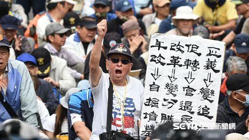 立院開議 反年改清晨突襲!一民眾爬圍牆自摔昏迷命危圖/翻攝自臉書