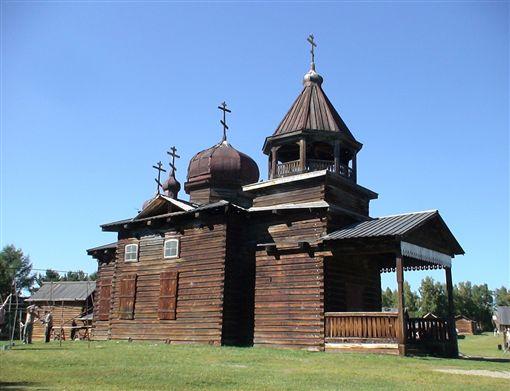 ▲塔利茨木造民族建築博物館展示了貝加爾湖地區的木造建築。(圖/鳳凰旅遊提供)