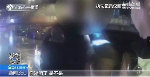 車禍舉報別人酒駕 警:你也來吹! 掙扎14次破功...(圖/翻攝自江蘇新聞)
