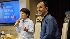 前新北市長朱立倫13日到台中拜會市長盧秀燕。(圖/翻攝自臉書)