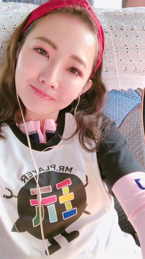謝忻上火線澄清照片中的女生是日本AV女優倉多真央。(圖/翻攝自臉書)