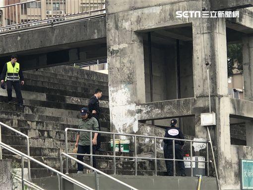 檢警為了釐清淡江女大生的死因,決定重回現場進行採證(楊忠翰攝)