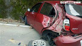 苗栗泰安鄉山區的苗62線6公里處落石砸車/翻攝畫面