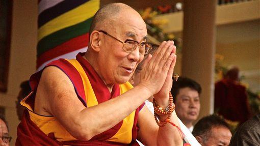 (西藏專題一配圖1)達賴喇嘛流亡印度一甲子高齡83歲的十四世達賴喇嘛流亡印度已60年。他曾暗示,不排除停止轉世制度。(檔案照片)中央社  108年3月10日