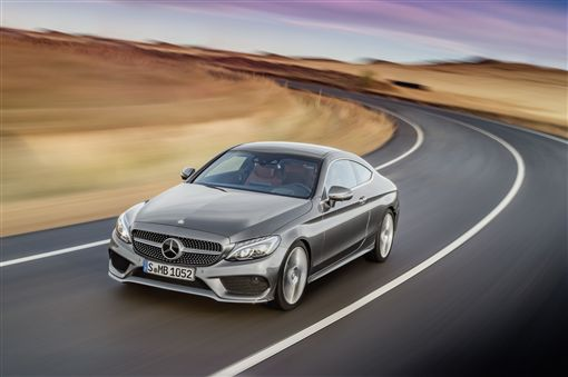 ▲C-Class 加贈3年保養套裝與一年乙式保險。(圖/Mercedes-Benz提供)