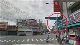 ▲Google地圖的街景圖是2018年3月拍攝,當時路口還有兩段式左轉的標誌。(圖/翻攝自Google地圖) 警開錯紅單冷回「你可以去申訴」 騎士氣炸:拿假照片誆騙民眾