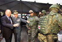 陸軍司令部舉辦「臨陣當先、步兵特展」活動,司令王信龍上將親臨主持。(記者邱榮吉/攝影)