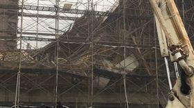 台中西屯灌漿工程驚傳鷹架倒塌(圖/翻攝畫面)