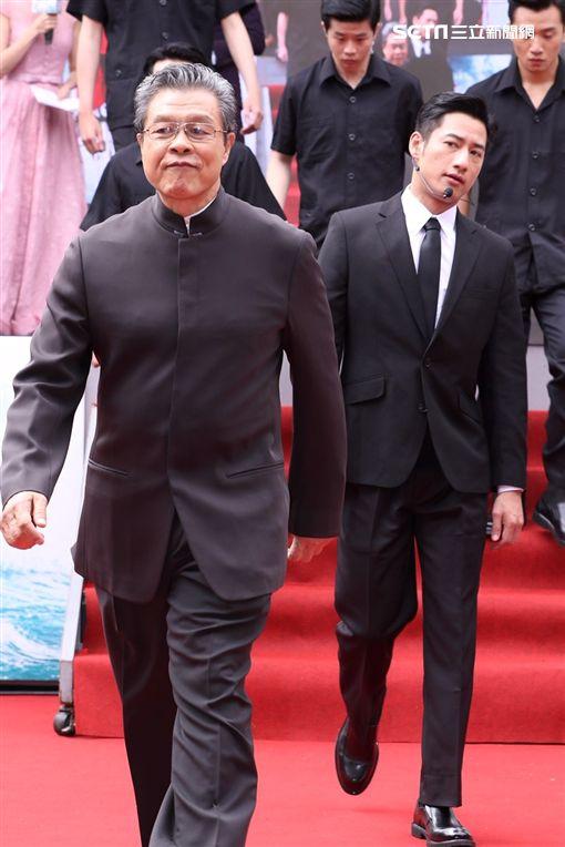 楊烈飾演李登輝總統,周孝安飾演侍衛官。(圖/記者林士傑攝影)