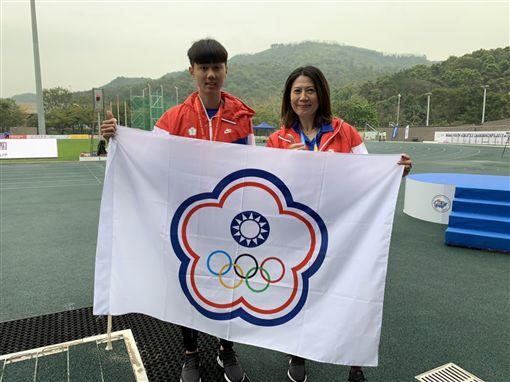 ▲盛尹辰(左)與教練徐子茜。(圖/中華田協提供)