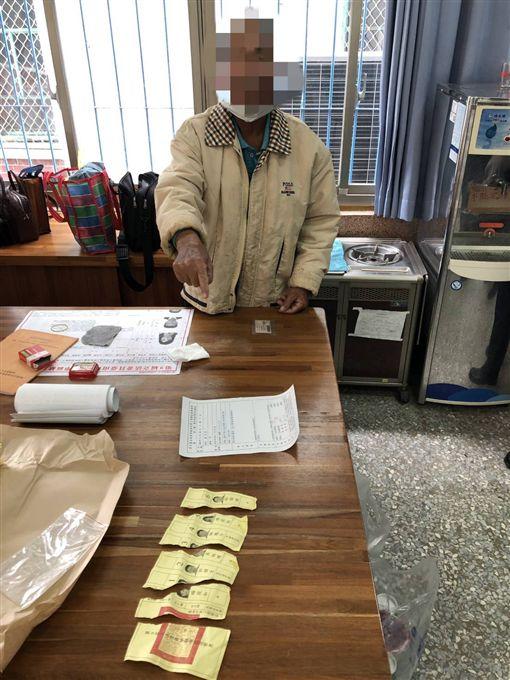 善化一名老翁私章蓋選票,撕毀選票(圖/翻攝畫面)