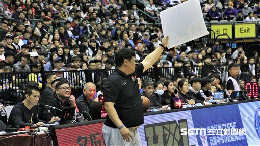 HBL光復高中教練陳定杰。(圖/記者劉家維攝影)