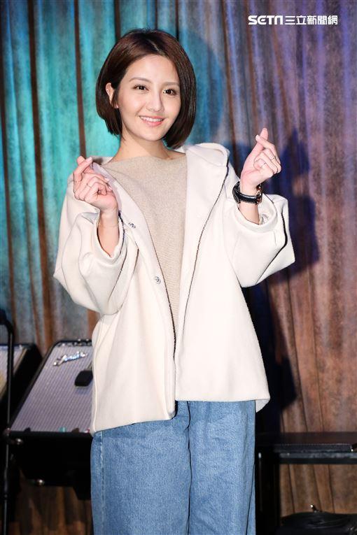 情歌王子周興哲以歌手身分演出偶像劇《女兵日記女力報到》,演員李宣榕。(記者林士傑/攝影)