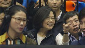 總統蔡英文現身HBL女籃冠軍賽(記者林士傑拍攝)