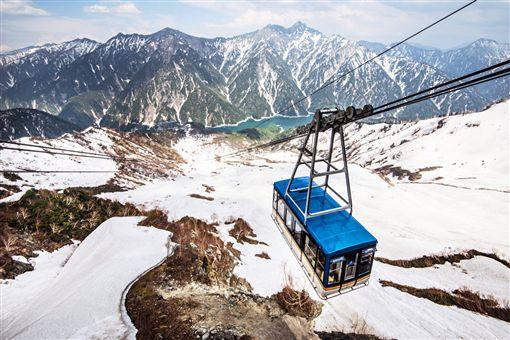 ▲搭乘纜車,立山黑部壯觀的山景盡收眼底。(圖/五福旅遊)