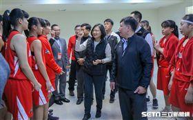 ▲蔡英文總統與HBL女子組南山高中見面。(圖/記者林士傑攝影)