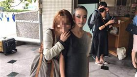 陳建州今天幫乾女兒發文拉票,不過卻將一旁媽媽馬賽克。(圖/翻攝自黑人臉書)