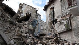 16:9 地震 earthquake 圖/翻攝自pixabay https://pixabay.com/photos/earthquake-rubble-l-aquila-collapse-1665870/