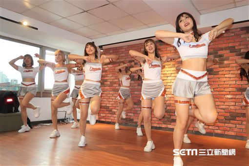 統一7-ELEVEn獅啦啦隊Uni Girls新團服亮相。(圖/記者王怡翔攝影)
