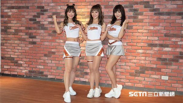 統一7-ELEVEn獅啦啦隊Uni Girls新成員咪雅、Mina。(圖/記者王怡翔攝影)