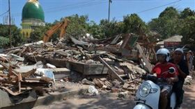 印尼龍目島規模5.5地震!馬來西亞旅行團2死7傷(圖/翻攝自Twitter)