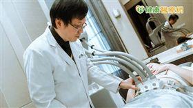 彭賢禮醫師說,雷射體雕優勢在於4個組合探頭,可針對不同部位進行組合,並調整雷射能量。