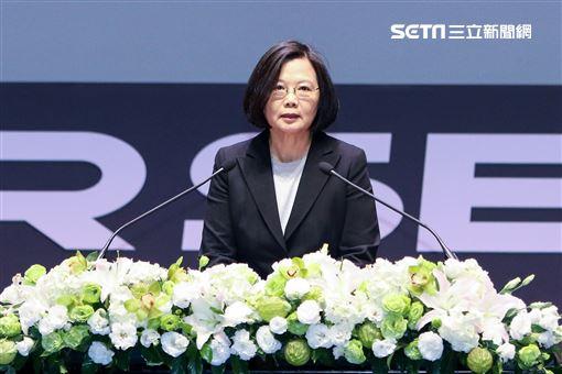 總統蔡英文參訪台灣資安會並參觀台灣的資安產業。(記者林士傑/攝影)