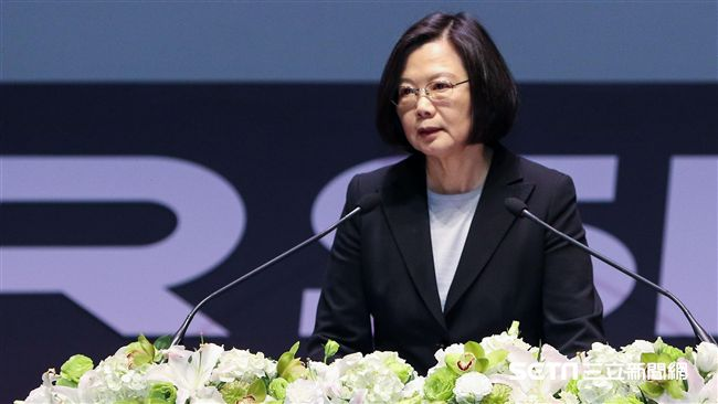 過了三年台灣有改變嗎 他列17條小英政績網讚:選對人了