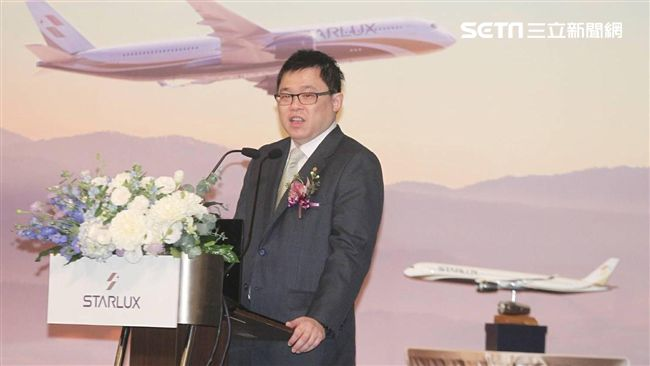 長榮航空空服員驚傳「醉酒值勤」!張國煒臉書「8字」酸爆