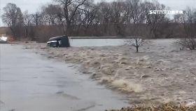 全球洪災慘1600