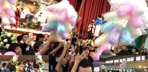 南部霸氣婚禮,巨無霸糖葫蘆、棉花糖供賓客開心拿。(圖/翻攝自爆廢公社)